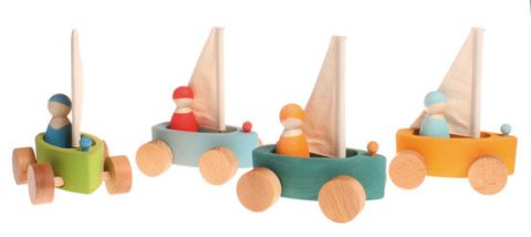 Grimm's Set of 4 small land yachts with 4 sailors